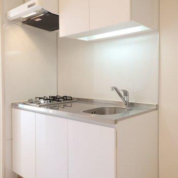 キッチンはちょうどいい大きさ。※別部屋のお写真です。