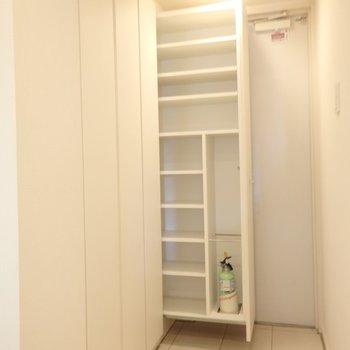 引き出す式のシューズボックス、いい!!!※別部屋のお写真です。