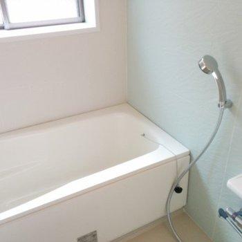 お風呂に窓あるのいいですね。※前回募集時の写真です