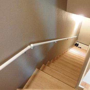 階段を下りて玄関へ。※前回募集時の写真です