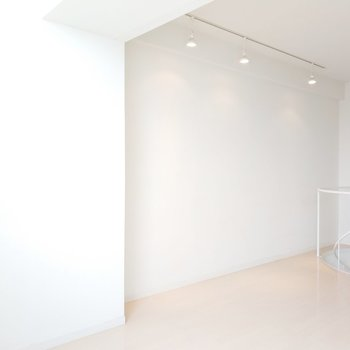 2階はライティングレールが3つあります。