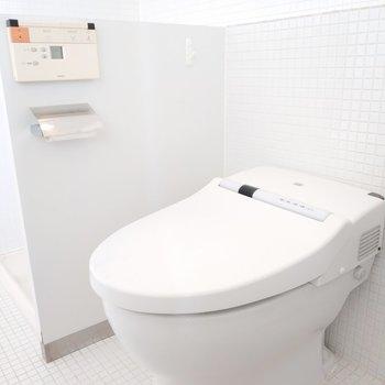 ウォシュレット付きのお手洗いで嬉しい。