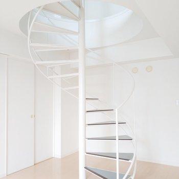 螺旋階段を登ってみると...