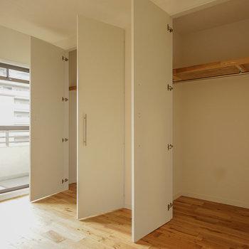 収納もかなりの大容量!※写真は同階、反転間取りの別部屋になります