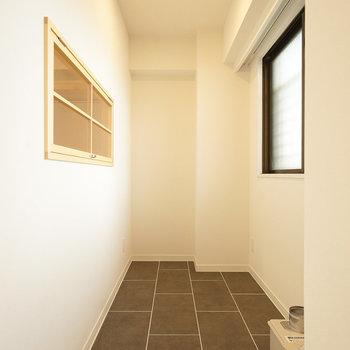 土間が気持ち良いです◎※写真は同階、反転間取りの別部屋になります