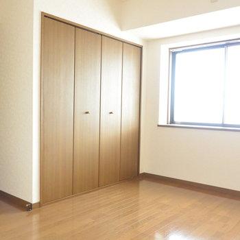 【工事前】寝室の収納は大容量!ドアの位置が工事によって変わります