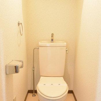 【工事前】トイレは既存のものを使用して、木製便座をつけます!