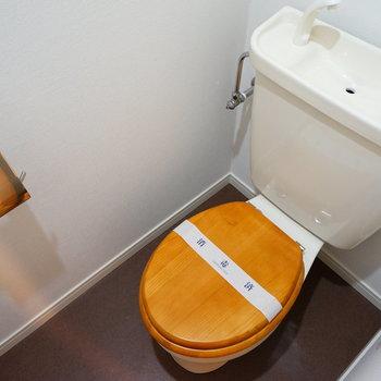【イメージ】トイレは既存のものを利用して、木製便座を新しく!