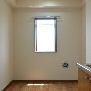 【工事前】スペースがあります。更に窓もあるのでこちらからの日差しも期待