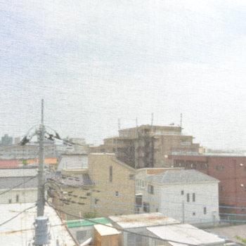 眺望は開けてる!※外観の修繕工事中のため、網がかかっております。