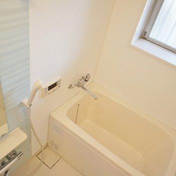 お風呂にも窓があります