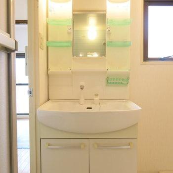 きれいな洗面台がうれしいですね!