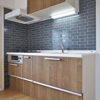 キッチンのタイル壁が可愛すぎるっ。※写真は301号室のも