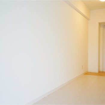 ここに収納棚を置いても◎※こちらの写真は別部屋同間取りのものです