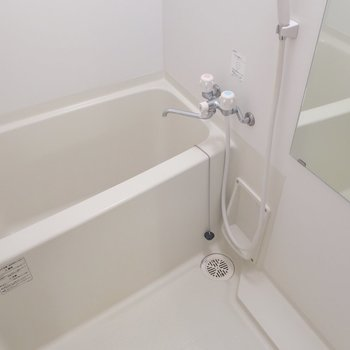 浴室は割とゆったりめ※写真は9階の同間取り別部屋の清掃前ものです