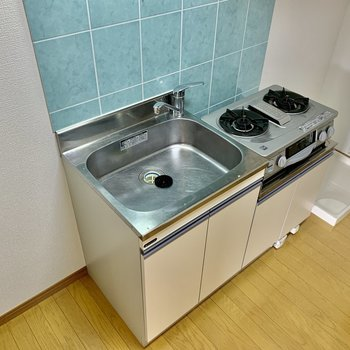 シンクは大きめです。調理台を用意するのも良さそうですね。