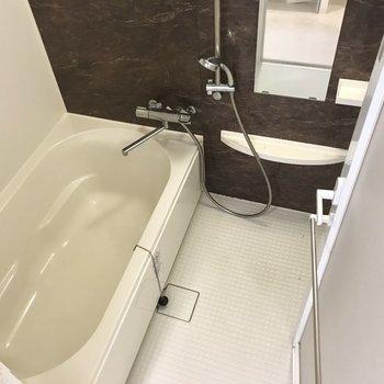 とってもゆとりのあるお風呂。浴室乾燥機だってついてます!(※写真は7階の同間取り別部屋のものです)
