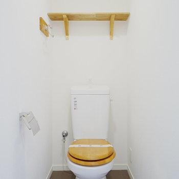 【イメージ写真】トイレは木便座に交換、棚も設置されます!