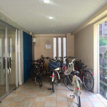 共有部には自転車が置けます◎