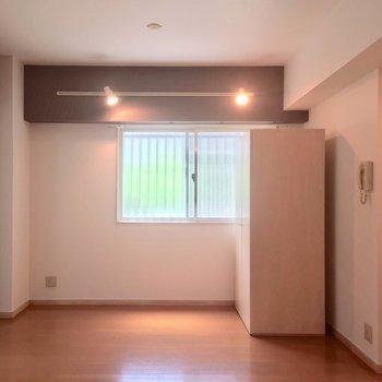 キッチン側から見たお部屋です。※写真は前回募集時のものです