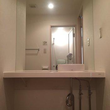 大きな鏡が美しいですね。※写真は前回募集時のものです