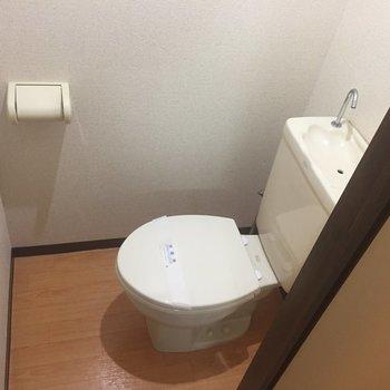 お手洗いは個室です!
