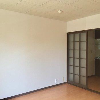 真っ白い壁、開放的だ〜!