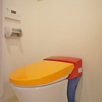 信号機な配色のトイレ※写真は前回募集時のもの。
