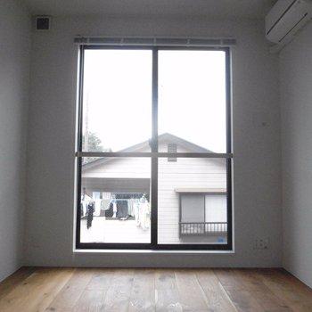 1段したに降りると※写真は同階の同間取り別部屋のものです
