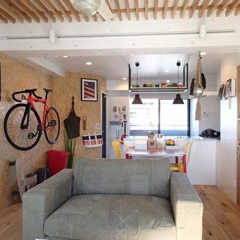 こちらはモデルルームで実際は家具はついてきませんので、ご注意を!  ※4階の似た間取り別部屋の写真です