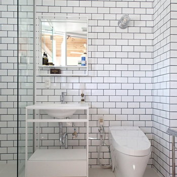 白のタイルがまた良い。 ※4階の似た間取り別部屋の写真です