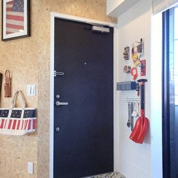 ふつうならうるさい玄関タイルもこの部屋なら大丈夫。 ※4階の似た間取り別部屋の写真です