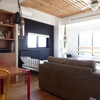 柱があるのでベッドはそこにはめるのが良さそう! ※4階の似た間取り別部屋の写真です