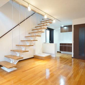 メゾネットタイプ。やっぱり階段が見えると良いですね。