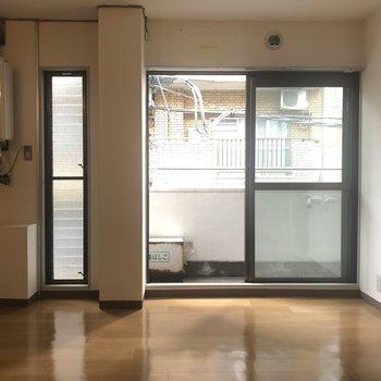 細い窓と大きい窓