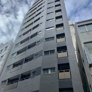 道玄坂に佇む、背の高〜いマンション。