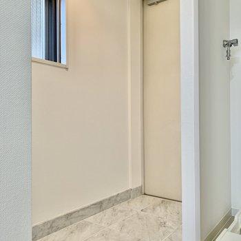 玄関はフラットでスムーズに居室に。※写真は前回募集時のものです