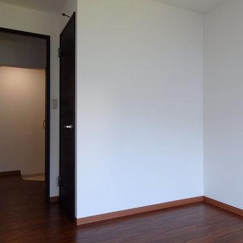 5.5帖の独立寝室 ※写真は反転タイプ