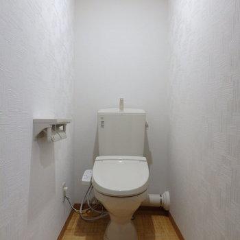 トイレ ※写真は反転タイプ