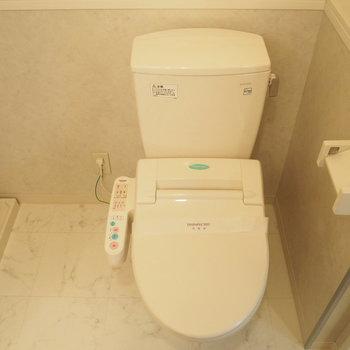 脱衣スペースにトイレがあります。 ※4階同間取り別部屋の写真です