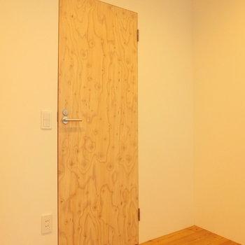 木の扉を開けると※写真は前回募集時のものです
