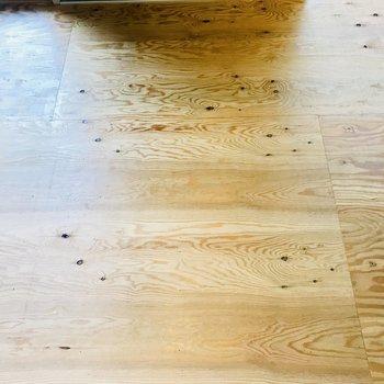 床は木!質感たまらん。