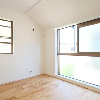 窓が大きい!寝室としてゆったり使いたい。