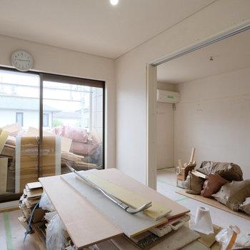 【工事中】リビングと隣の洋室は引き戸で仕切れます!