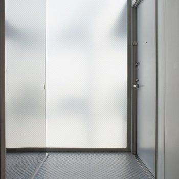 玄関は広々としてます◎