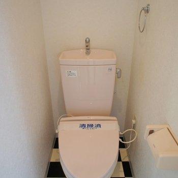 トイレも床も個性的!