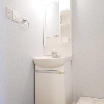 独立洗面台もコンパクトで使いやすそう。