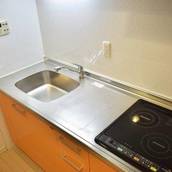 スペースも十分に。IH2コンロでお掃除もささっと終わらしちゃいましょうっ。(※写真は6階の同間取り別部屋のものです)