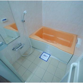 ビビットなバスルームです ※写真は8階の同間取り別部屋のものです