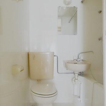 3点ユニットです。※写真は2階の反転間取り別部屋です。